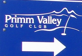 Road sign showing the last directions to the course